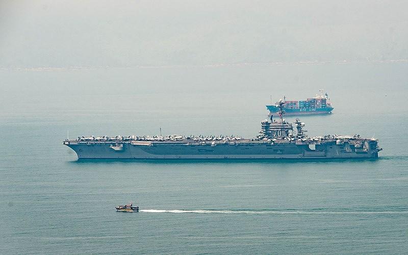 Cận cảnh 'hàng khủng' trên tàu sân bay Mỹ ở Đà Nẵng - 11