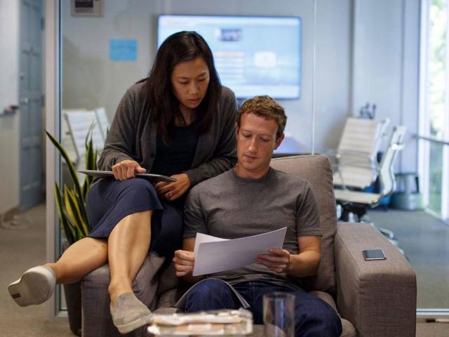 Cuộc sống bình dị của cặp vợ chồng bạc tỷ Mark Zuckerberg và Priscilla Chan