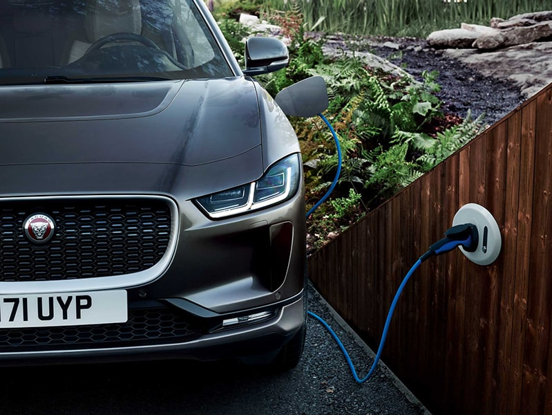 SUV chạy điện Jaguar I-PACE 2019 mới có giá từ 1,9 tỷ VNĐ - 1