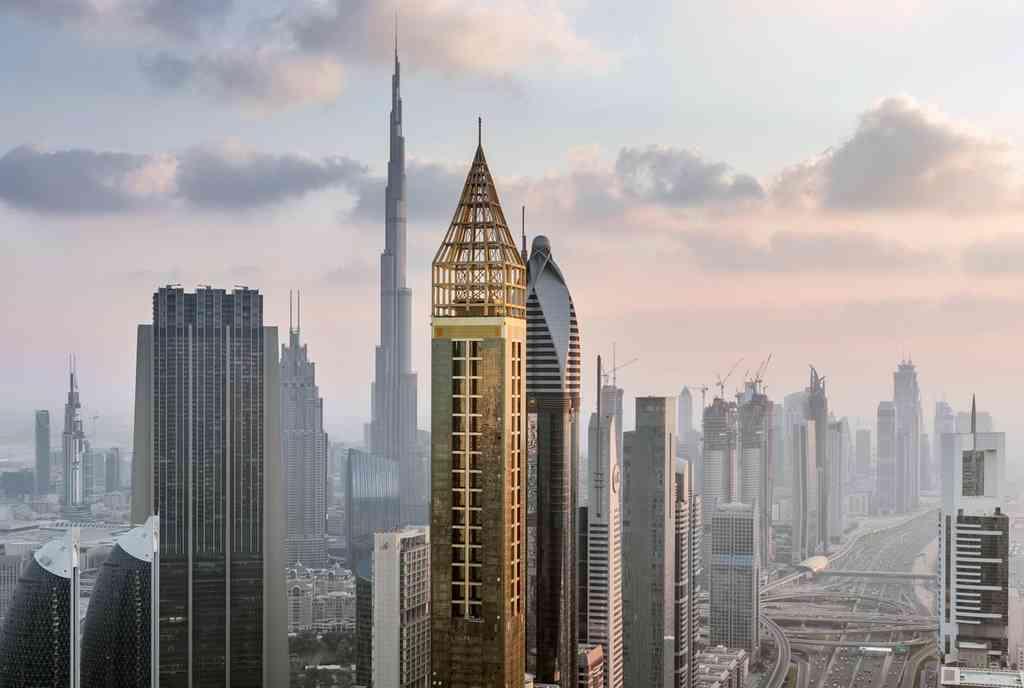 Có gì bên trong khách sạn đắt đỏ, cao nhất thế giới?