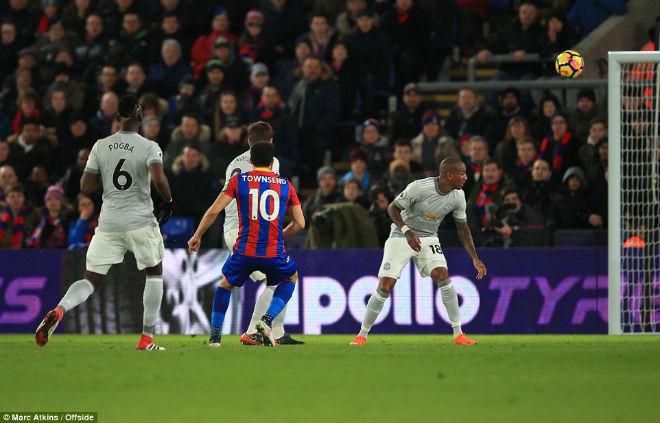 """Góc chiến thuật C.Palace – MU: Mourinho nổi giận, """"Quỷ đỏ"""" tung hoành"""