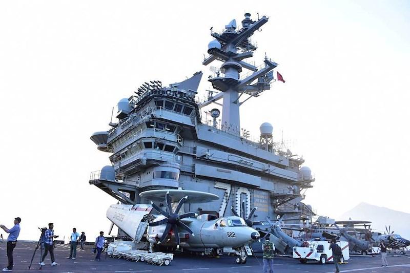 Mở tiệc chiêu đãi trên tàu sân bay USS Carl Vinson - 2