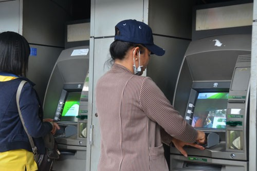 Trẻ 15 tuổi được mở thẻ ngân hàng