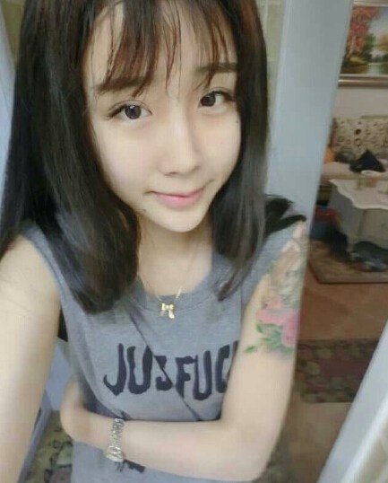 Những hot girl tuổi trăng tròn mê xăm hình ở Trung Quốc - 2