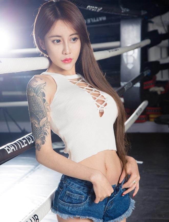 Những hot girl tuổi trăng tròn mê xăm hình ở Trung Quốc - 9