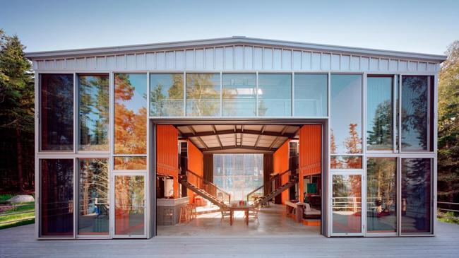 """""""Ngôi nhà 12 Container"""" (2003): Tòa nhà được xây dựng trên Đồi Blue, Maine, do kiến trúc sư Adam Kalkin thiết kế. Ảnh: Adam Kalkin."""