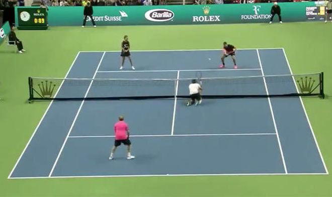 Cặp đôi tennis 90 tỷ đô: Federer quỳ gối tạo siêu phẩm, Bill Gates hả hê 1