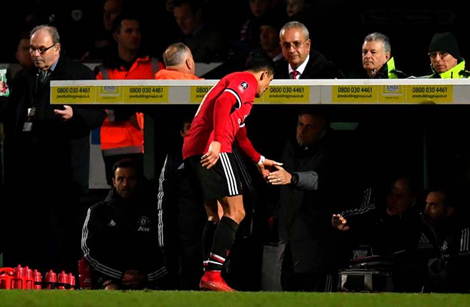 MU đấu Liverpool: Điệp vụ giải cứu Sanchez & Bài tẩy của Mourinho 2