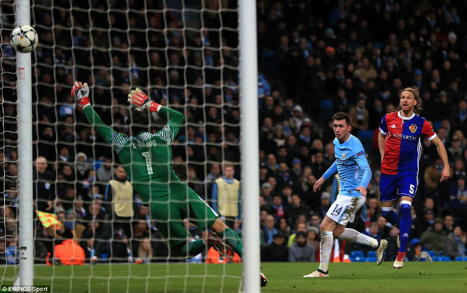 Man City thua ngược ở Champions League: Pep giận học trò quên tấn công 2
