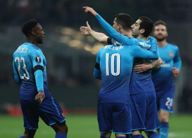 """AC Milan - Arsenal: Rực rỡ San Siro, Wenger vẫn ngồi trên """"đống lửa"""" 3"""