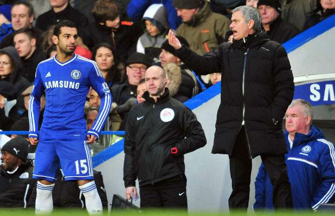 MU - Liverpool: Mourinho và fan đối thủ ghét trọng tài 3