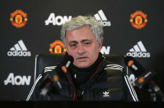 """Họp báo MU - Liverpool: Mourinho """"đá xoáy"""" huyền thoại MU 1"""