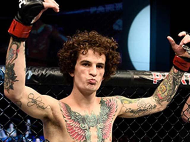 """Tin nóng võ thuật 12/3: Đại chiến UFC, """"Đại bàng"""" nắn gân nhà vô địch 2"""