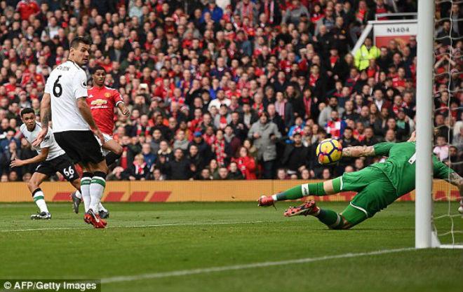 """Góc chiến thuật MU – Liverpool: Mourinho tung đòn hiểm, át vía """"Messi Ai Cập"""" 3"""