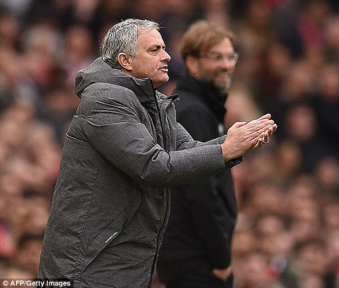 """Góc chiến thuật MU – Liverpool: Mourinho tung đòn hiểm, át vía """"Messi Ai Cập"""" 1"""