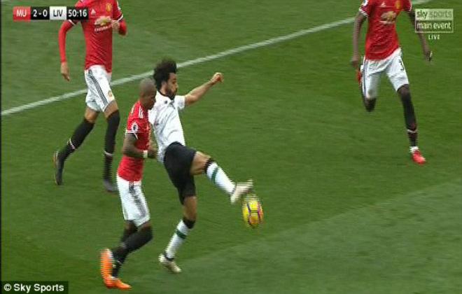 """Góc chiến thuật MU – Liverpool: Mourinho tung đòn hiểm, át vía """"Messi Ai Cập"""" 4"""