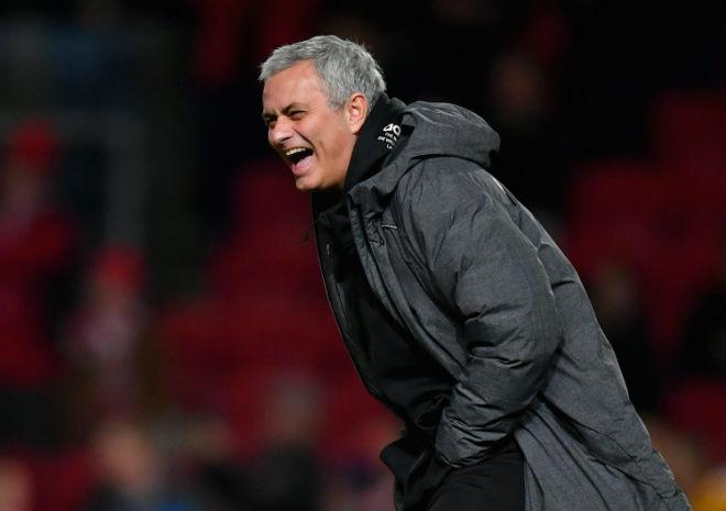 """MU đánh bại Liverpool: Rashford cú đúp thần sầu, Mourinho """"cạn lời"""" 2"""