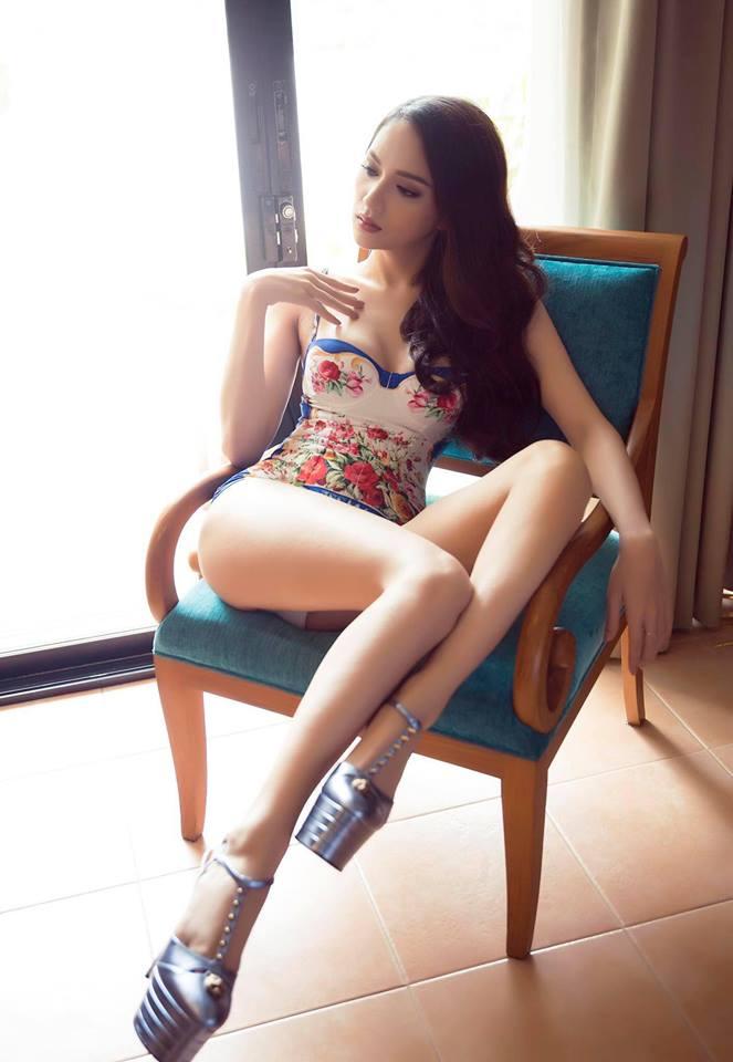 Ảnh áo tắm khoe đường cong nóng bỏng, nữ tính của Hương Giang - 6