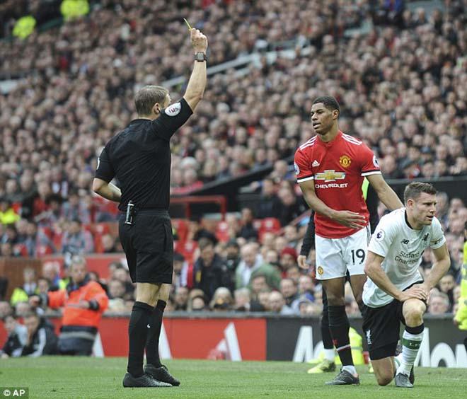 """Thua MU ấm ức, Liverpool """"nổi điên"""" đi kiện đòi 3 penalty, 2 thẻ đỏ 6"""