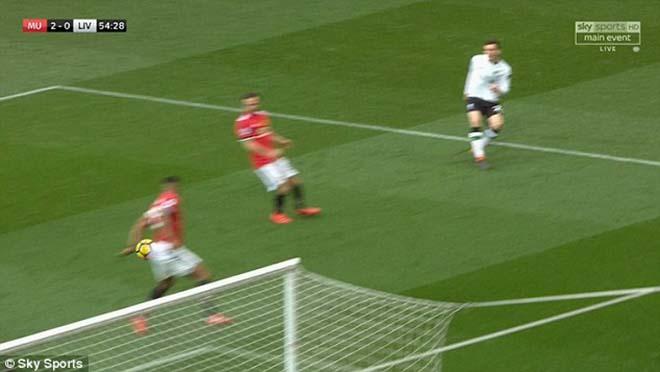 """Thua MU ấm ức, Liverpool """"nổi điên"""" đi kiện đòi 3 penalty, 2 thẻ đỏ 1"""