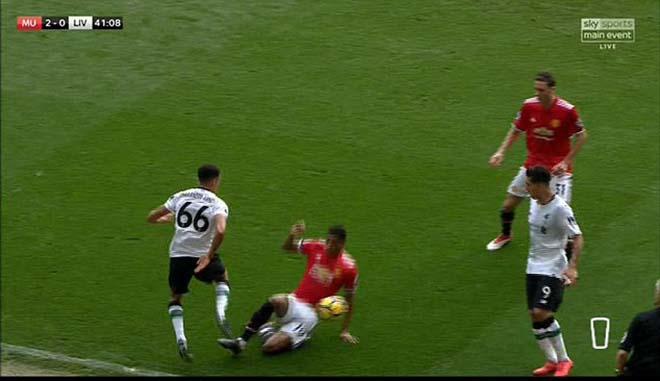"""Thua MU ấm ức, Liverpool """"nổi điên"""" đi kiện đòi 3 penalty, 2 thẻ đỏ 7"""