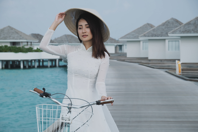 Bị chê vòng 1 kém nảy nở, MC Quỳnh Chi vẫn tự tin mặc bikini - 2