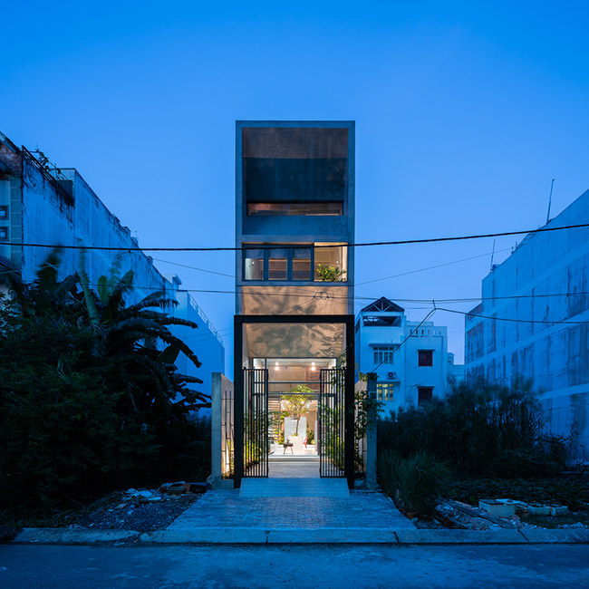 Những vùng đất ngoại ô đang dần được đô thị hóa. Trong quá trình phát triển, các dạng kiến trúc cũ trở nên lỗi thời. Nhà ống Việt Nam là một trong những điển hình khó trong kiến trúc khi tái tạo không gian sống với đầy đủ ánh sáng, không khí...