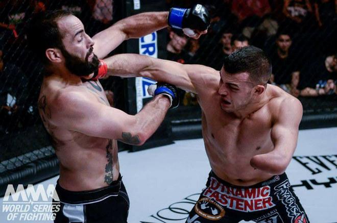 """Võ sĩ 1 tay uy chấn """"giang hồ"""": Thách thức cả làng võ UFC 1"""