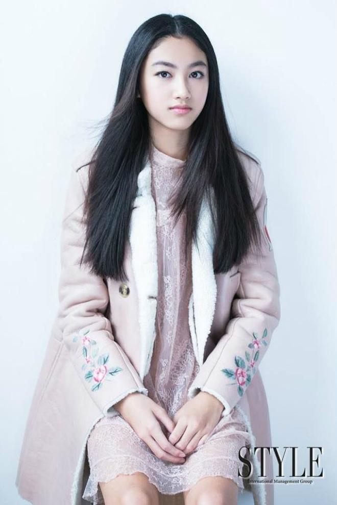 Con gái ông trùm phim xã hội đen Hong Kong phổng phao tuổi 14