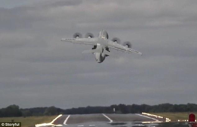 Ngắm máy bay Airbus 70 tấn cất cánh thẳng đứng lên trời