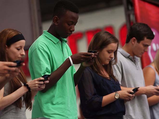 NÓNG: Khoa học chứng minh dùng nhiều smartphone khiến não lười hoạt động - 3
