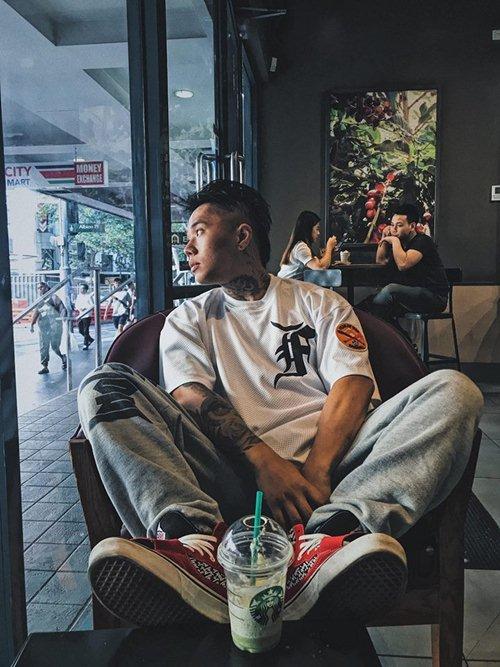 Nhiều bạn trẻ Việt khiến người xung quanh giật mình vì áo in chữ thô tục - 3