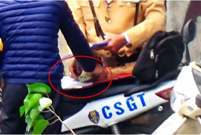 CSGT Hà Nội tạm đình chỉ cán bộ, xác minh clip