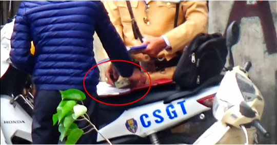 Chủ tịch Hà Nội yêu cầu làm rõ vụ CSGT nghi mãi lộ