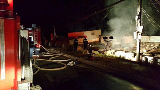 Vụ cháy 5 người chết ở Đà Lạt: Camera ghi hình ông hàng xóm cầm can xăng