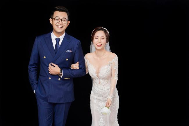 """MC """"Chúng tôi là chiến sĩ"""" tung ảnh cưới với nữ biên tập viên xinh đẹp - 3"""