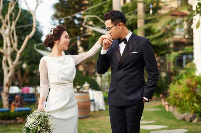 """MC """"Chúng tôi là chiến sĩ"""" tung ảnh cưới với nữ biên tập viên xinh đẹp - 6"""