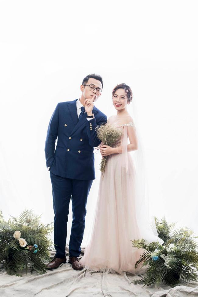 """MC """"Chúng tôi là chiến sĩ"""" tung ảnh cưới với nữ biên tập viên xinh đẹp - 2"""
