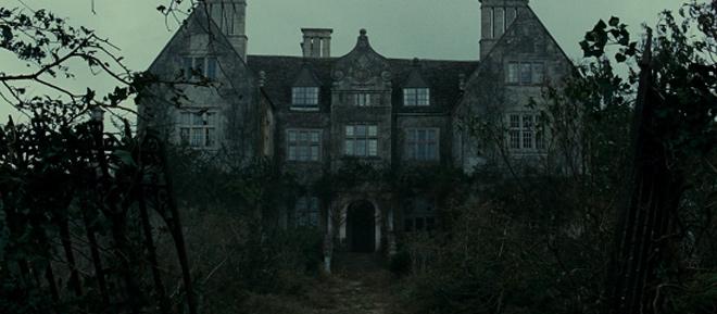 Những tòa lâu đài chứa nhiều bí ẩn đáng sợ nhất màn ảnh - 7