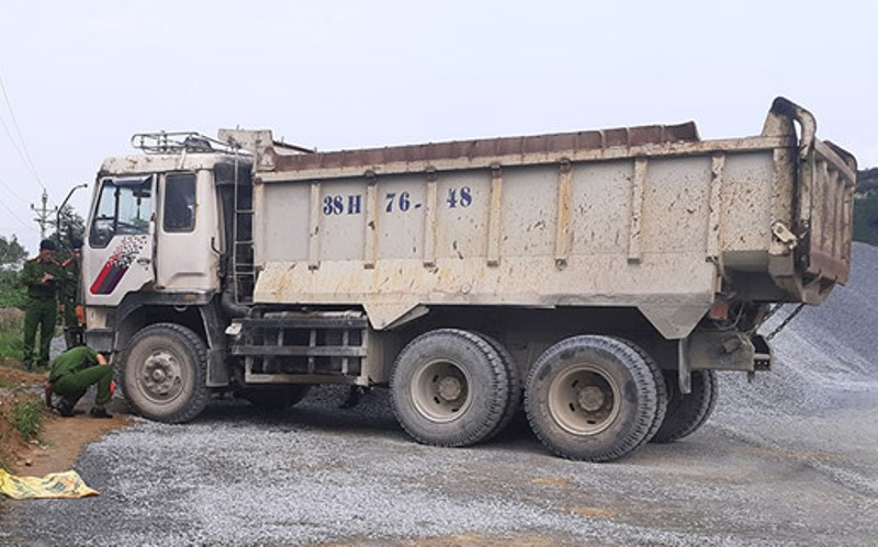 Xe tải không người lái đè chết nhân viên bảo vệ mỏ đá