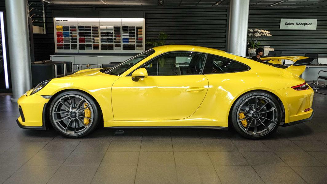Đại gia Việt Nam ''rước'' siêu xe Porsche 911 GT3 2018 giá 11,06 tỷ đồng - 1