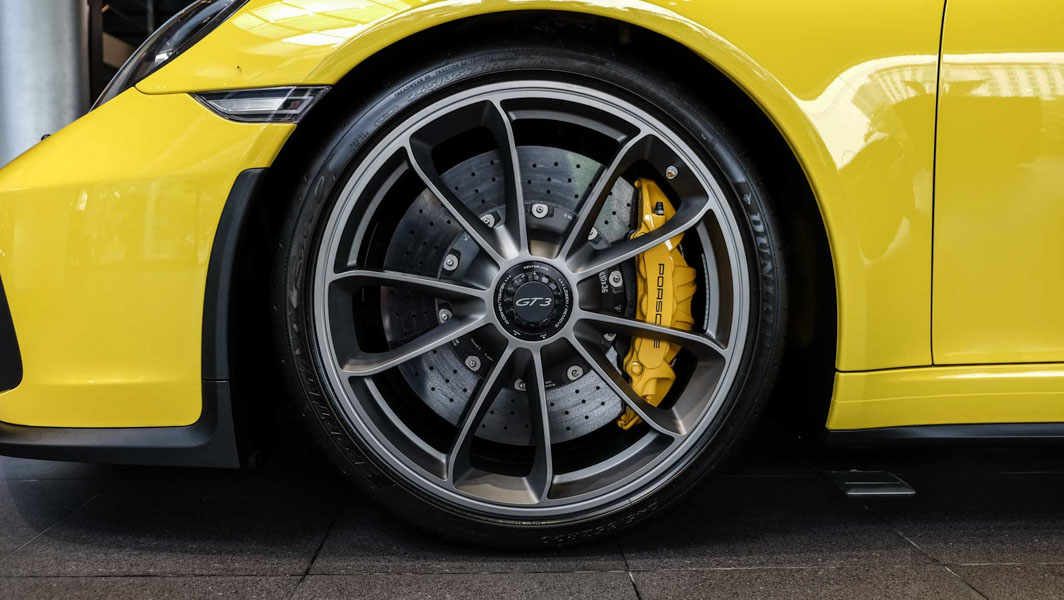 Đại gia Việt Nam ''rước'' siêu xe Porsche 911 GT3 2018 giá 11,06 tỷ đồng - 8