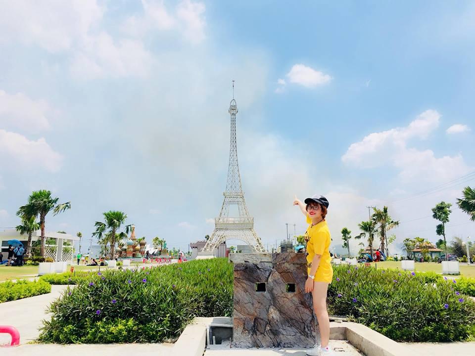 Giới trẻ đổ xô check-in công viên 'kỳ quan thế giới' ở Long An