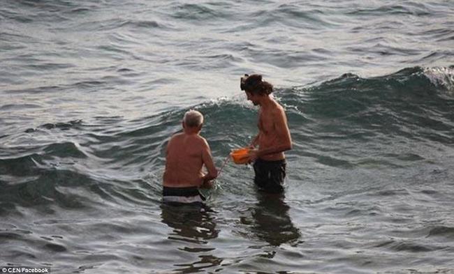 Hi hữu: Đang đi bơi, thai phụ bất ngờ đẻ rơi trên biển Đỏ
