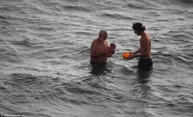 Hi hữu: Đang đi bơi, thai phụ bất ngờ đẻ rơi trên biển Đỏ - 2