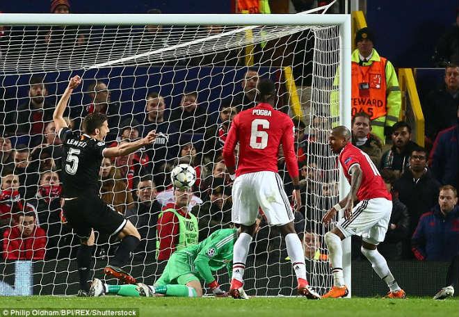 MU thua cay đắng: Triệu fan uất ức, vạch tội Mourinho, tẩy chay Pogba 1