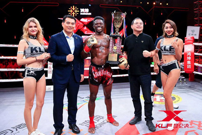 """Né """"Thánh Muay Thái"""", ôm mộng vô địch: Võ sỹ Trung Quốc vẫn ăn đòn sấp mặt 4"""