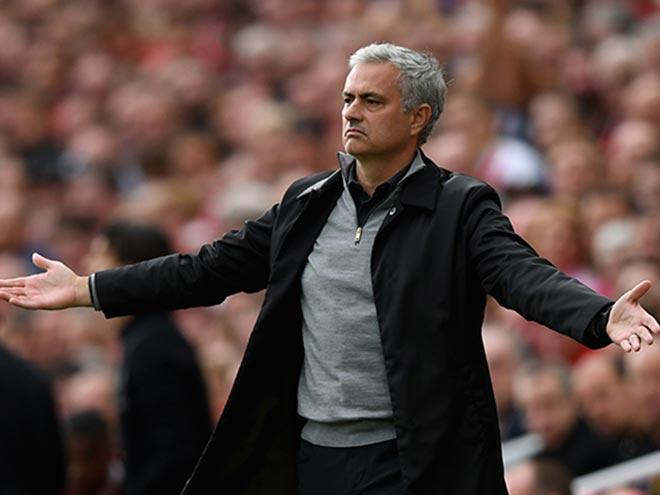 Mourinho vạ miệng, hạ thấp MU bị loại Cúp C1: Triệu fan đòi sa thải 1