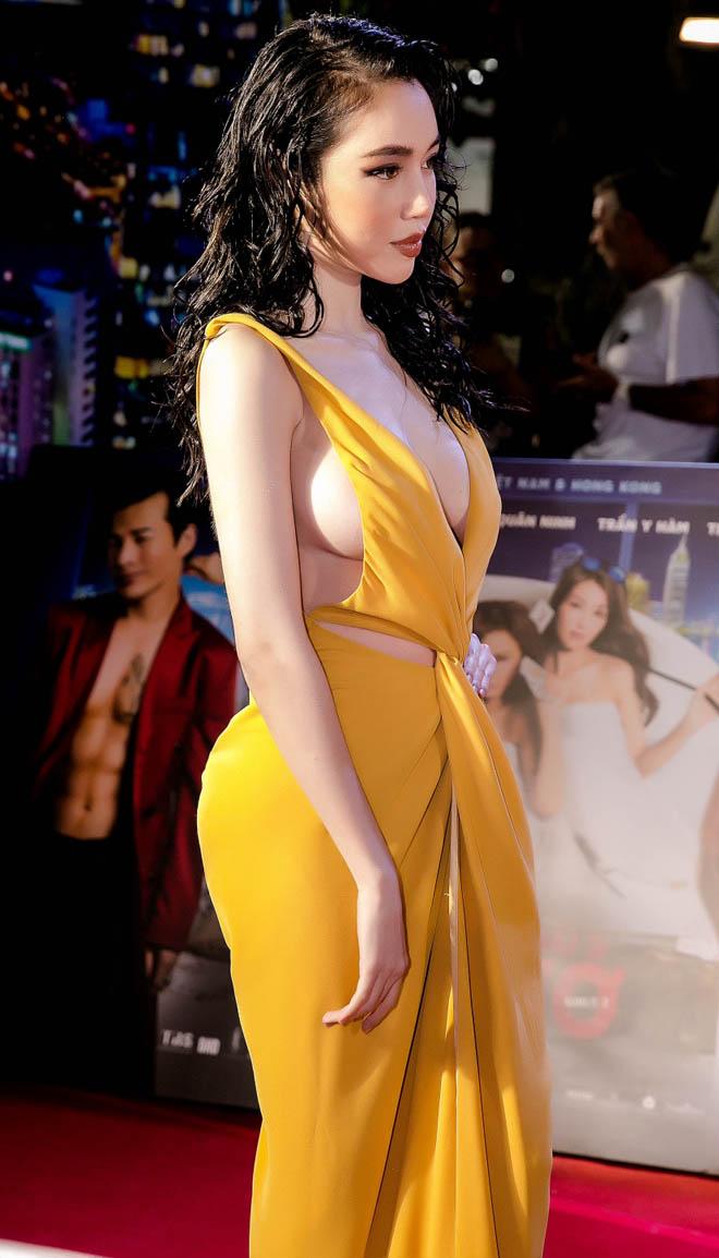 Váy hở bạo của Elly Trần vì sao gây phản cảm?