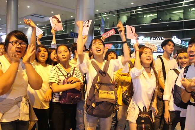 Xem Ảnh đọc báo tin tức Hương Giang Idol choáng váng vì sự hâm mộ của fan Việt và truyện phim nhạc xổ số bóng đá xem bói tử vi 9 thoi trang nu